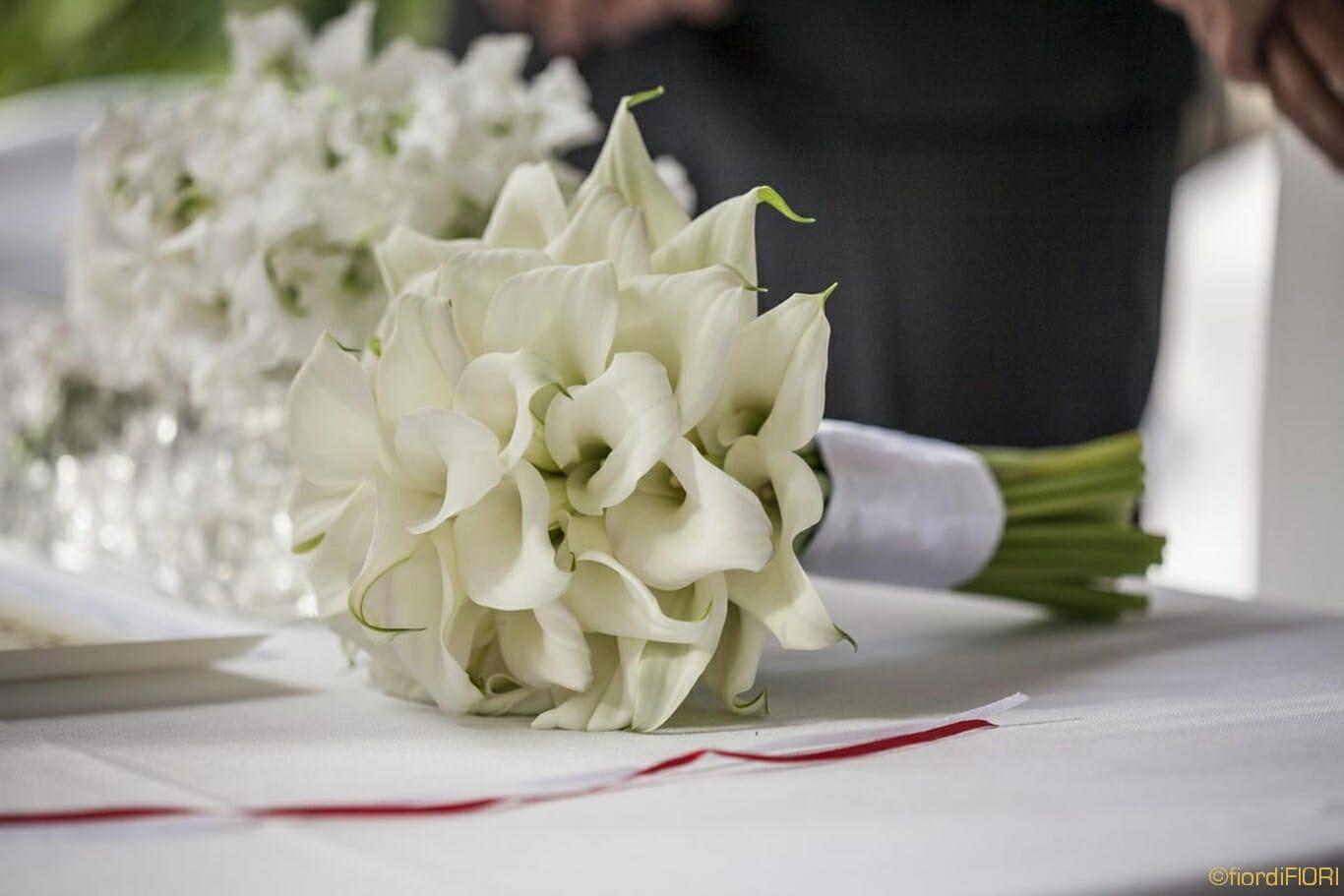Bouquet con calle bianche