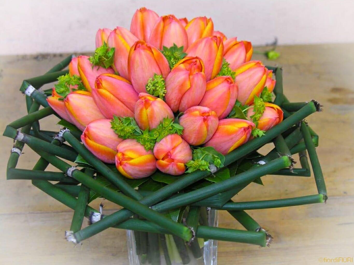 Centrotavola originale con tulipani