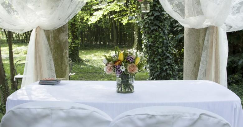 Addobbo floreale del tempietto per cerimonia civile