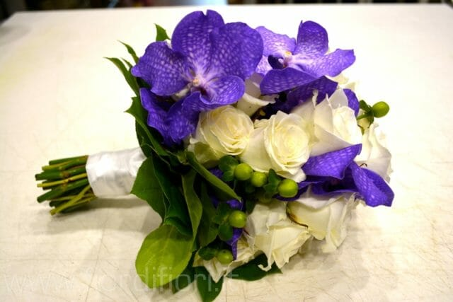 Bouquet con orchidee Vanda e rose