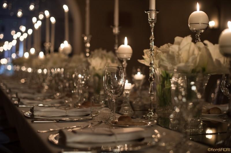 Tavolo imperiale con l'atmosfera delle candele