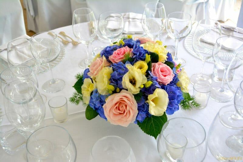 Addobbi per matrimonio con ortensie e rose