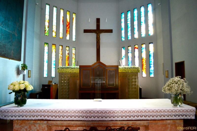 Decorazione altare della chiesa