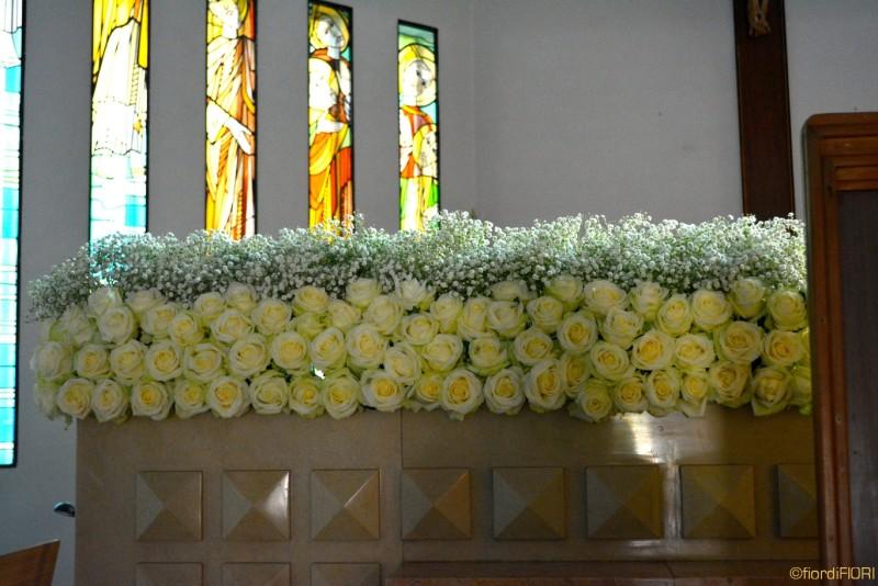 Particolare della decorazione altare della chiesa
