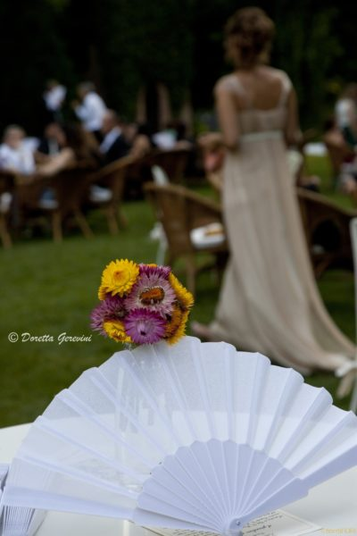 Dettaglio di una composizione floreale per matrimonio