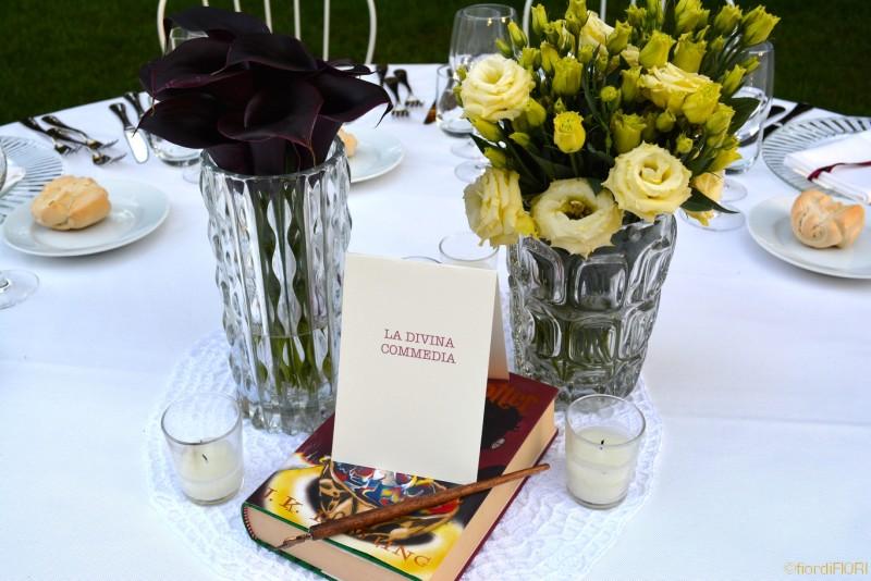 Particolare allestimento tavolo matrimonio tema libri