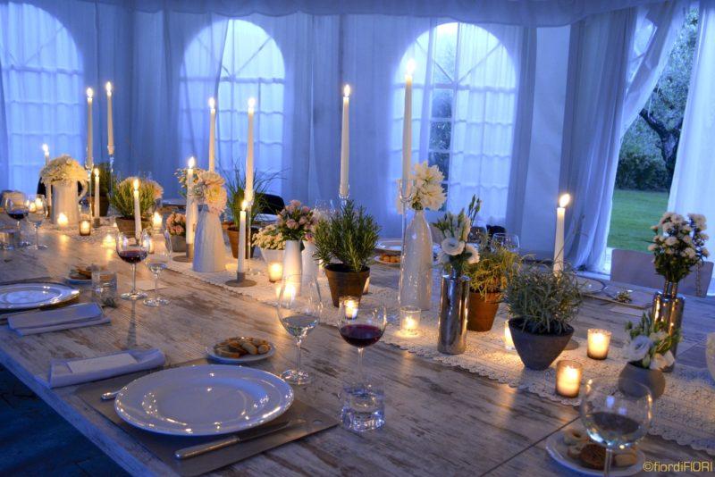 Tavolo imperiale con centrotavola rustici e candele